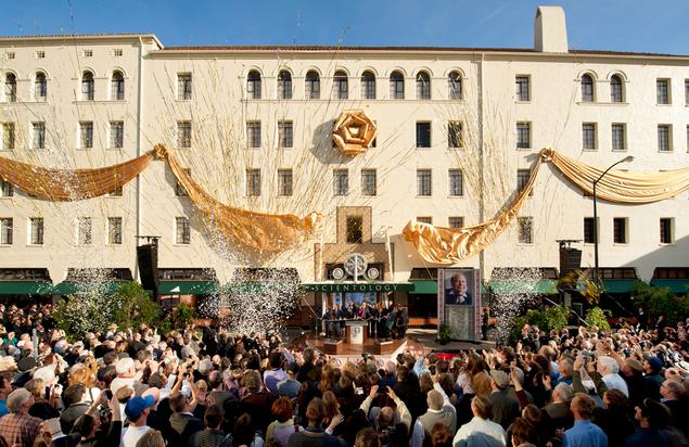 L'Église de Scientologie inaugure son nouveau bâtiment dans la capitale de la Californie