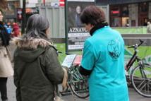 """Les bénévoles de """"Dites Non à la drogue Belgique"""" présents face à la Bourse"""