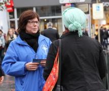 Un stand d'information sur la Scientologie à Louise