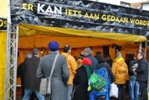 La tente jaune des Ministres volontaires de Scientologie à Anvers
