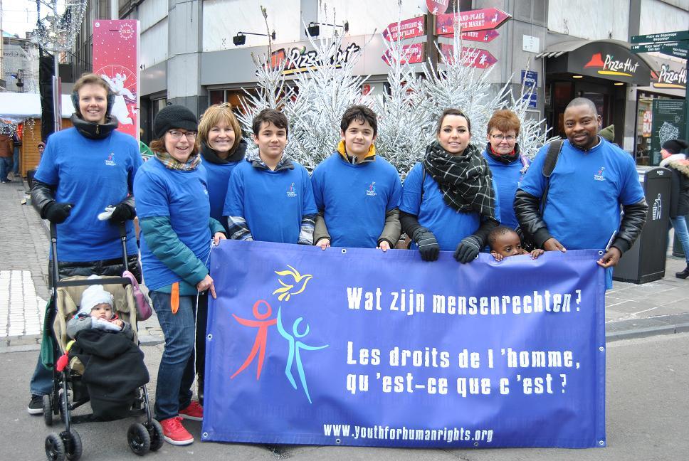 Des Jeunes pour les Droits de l'Homme au marché de Noël