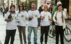 Les bénévoles grecs apportent l'espoir avec Le Chemin du bonheur